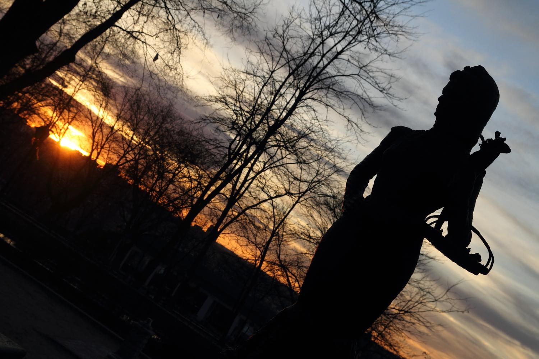 Estatua de la violetera en el jard n de las vistillas el for Jardines de las vistillas