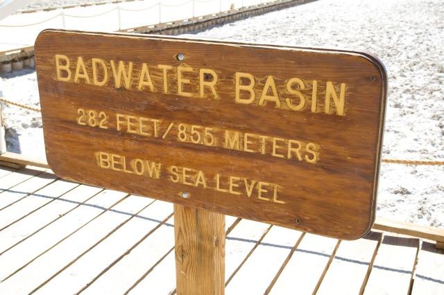 Letrero de BadWater en el Valle de la Muerte, Nevada