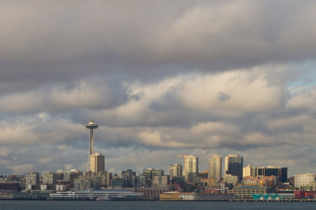 El Space Needle de Seattle, visto desde Alki Beach