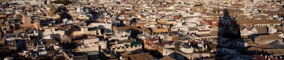 La sombra de la Giralda, proyectada sobre el centro de Sevilla