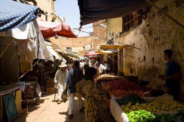 De compras en la medina de Meknès, Marruecos