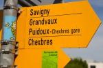 Carteles con direcciones de rutas de senderismo, Lutry, Suiza